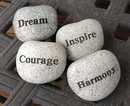 頑張るあなたに贈りたい。夢や努力に関する英語の名言20選!